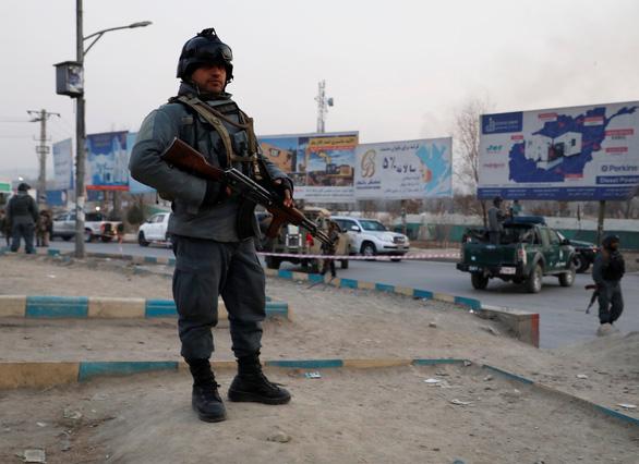 Mỹ mới tuyên bố rút quân, khu cơ quan chính phủ Afghanistan bị tấn công - Ảnh 2.