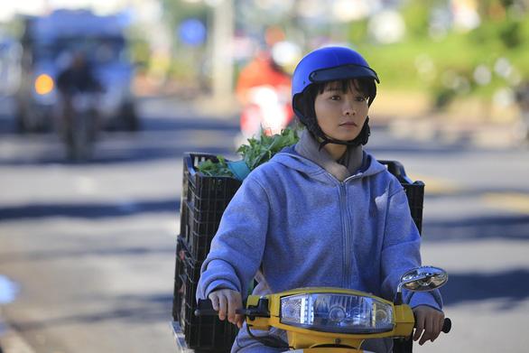 Hoa cúc vàng trong bão: Một buổi quay để có 45 giây cảnh Khánh Hiền bị tạt axit - Ảnh 7.