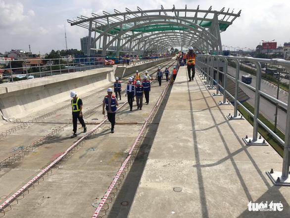 Thay đổi thiết kế tường vây metro TP.HCM cần thẩm định lại - Ảnh 1.