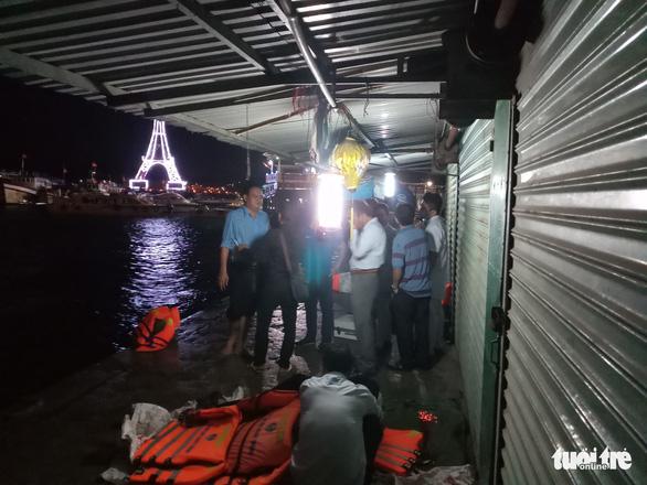 Lật canô du lịch tại Nha Trang, 2 người thiệt mạng - Ảnh 1.