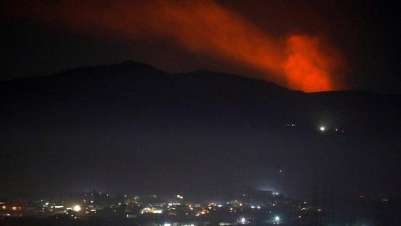 Syria bắn hạ loạt tên lửa bất ngờ của Israel trong đêm - Ảnh 1.