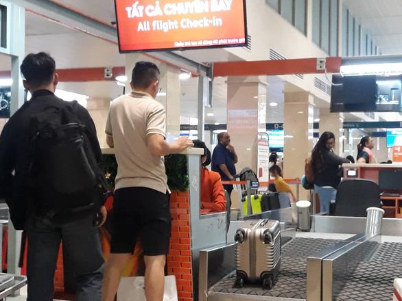 Chuyện người đàn ông thơm phức nước hoa ở sân bay Tân Sơn Nhất - Ảnh 1.