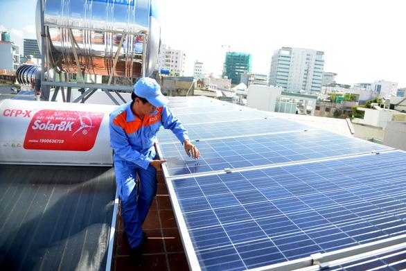 Dân TP.HCM lắp điện mặt trời không lo việc nối lưới - Ảnh 1.