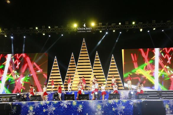 Giáng sinh rộn ràng tại những khu đô thị lớn tại Sài Gòn - Ảnh 6.
