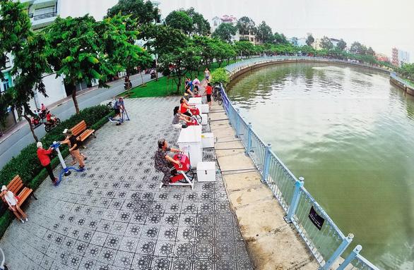 Xem hình ảnh 320 năm Sài Gòn TP.HCM tại phố đi bộ Nguyễn Huệ - Ảnh 1.