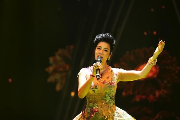 Mỹ Tâm, Hồ Ngọc Hà, Thu Phương lộng lẫy trong Chào 2019 - Ảnh 4.