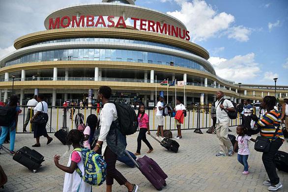 Vay tiền Trung Quốc làm đường sắt, Kenya sắp vỡ nợ? - Ảnh 3.