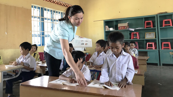 Chương trình giáo dục mới: Vừa thực hiện vừa khắc phục khó khăn - Ảnh 1.