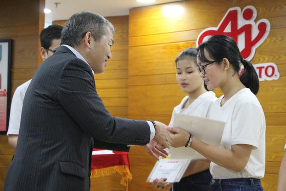 Tân thủ khoa nhận học bổng từ Ajinomoto Việt Nam - Ảnh 2.