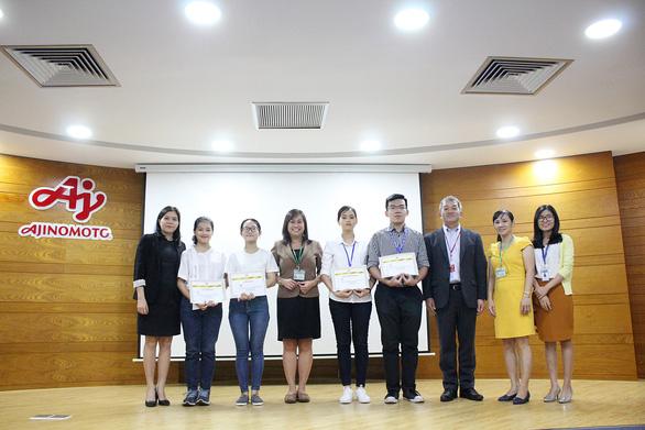 Tân thủ khoa nhận học bổng từ Ajinomoto Việt Nam - Ảnh 1.
