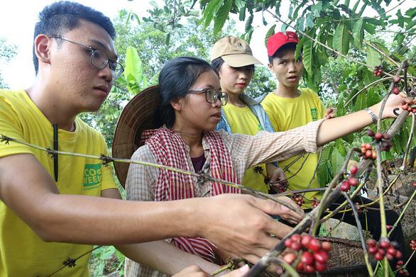 Đường về tự nhiên của nông dân trẻ - Ảnh 1.