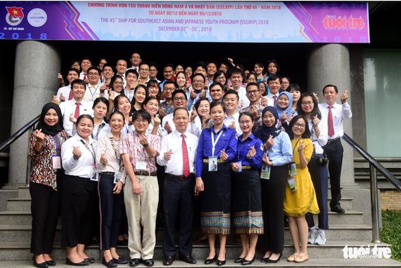 Đại biểu tàu Thanh niên Đông Nam Á - Nhật Bản thăm báo Tuổi Trẻ - Ảnh 1.
