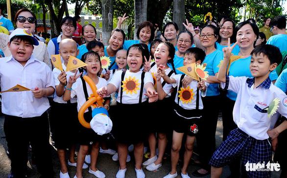 Ngày hội hoa hướng dương: Nhân lên triệu tấm lòng - Ảnh 1.