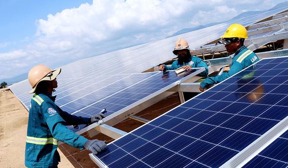 Rầm rộ đầu tư điện mặt trời - Ảnh 1.