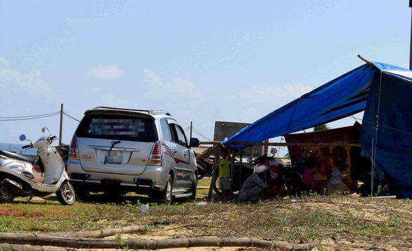 Dân giữ người để phản đối dự án điện mặt trời tại Bình Định - Ảnh 3.
