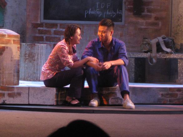 Thanh Sơn: hot boy màn ảnh nhỏ mê đắm tiếng vỗ tay sàn diễn - Ảnh 4.