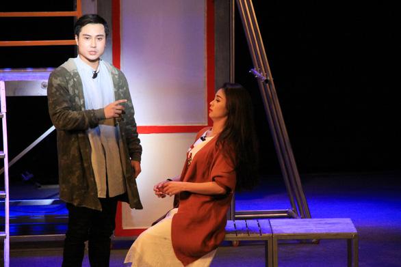 Thanh Sơn: hot boy màn ảnh nhỏ mê đắm tiếng vỗ tay sàn diễn - Ảnh 6.
