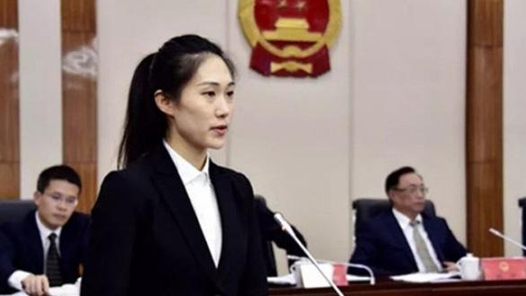 Dân Trung Quốc xôn xao vì nữ phó thị trưởng 28 tuổi - Ảnh 1.