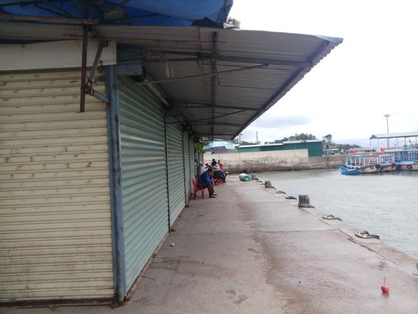 Vắng tour trên vịnh Nha Trang dịp nghỉ Tết Dương lịch - Ảnh 2.
