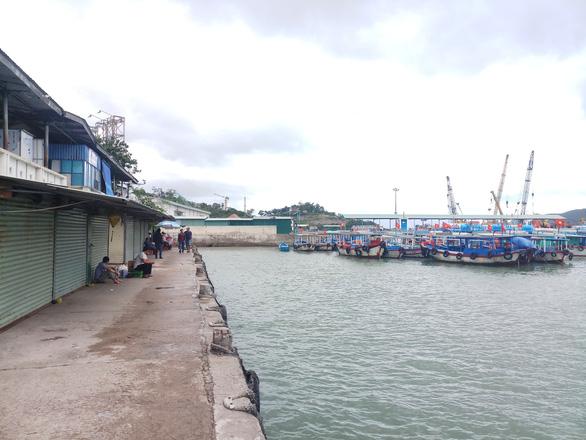 Vắng tour trên vịnh Nha Trang dịp nghỉ Tết Dương lịch - Ảnh 1.