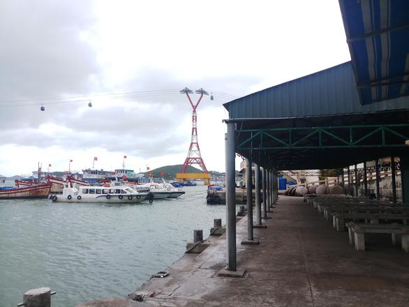 Vắng tour trên vịnh Nha Trang dịp nghỉ Tết Dương lịch - Ảnh 3.
