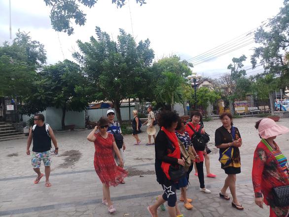 Vắng tour trên vịnh Nha Trang dịp nghỉ Tết Dương lịch - Ảnh 4.