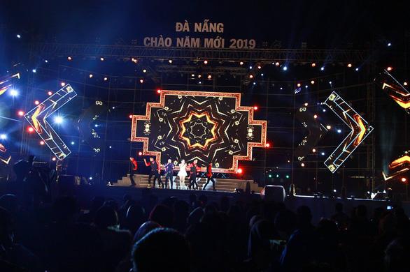 Cả nước rực rỡ đêm pháo hoa, Việt Nam chào năm mới 2019! - Ảnh 9.