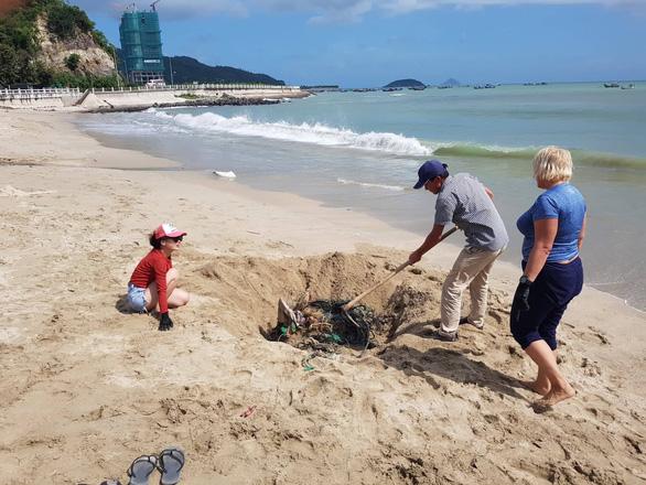 Bãi biển sạch - món quà năm mới cho Nha Trang - Ảnh 3.