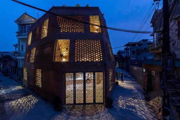 Người thiết kế 'nhà hang' ở Hà Nội được trao giải Kiến trúc sư của năm - Ảnh 2.