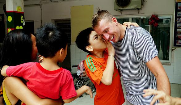 Sự tử tế khiến chúng tôi yêu Việt Nam - Ảnh 1.