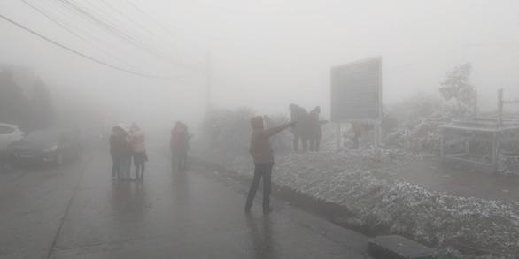 Băng tuyết phủ trắng Mẫu Sơn ngày cuối năm - Ảnh 1.