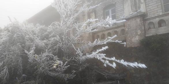 Băng tuyết phủ trắng Mẫu Sơn ngày cuối năm - Ảnh 4.