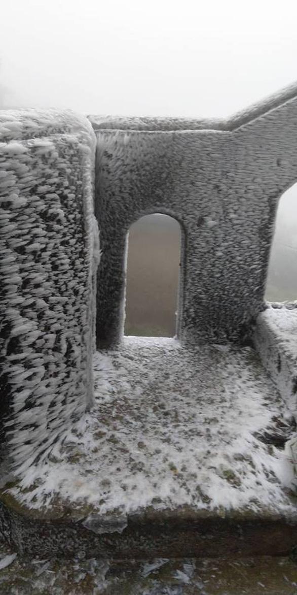 Băng tuyết phủ trắng Mẫu Sơn ngày cuối năm - Ảnh 7.