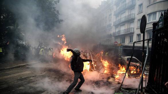 Chính phủ Pháp lao đao vì chị bán mỹ phẩm và anh tài xế xe tải - Ảnh 6.