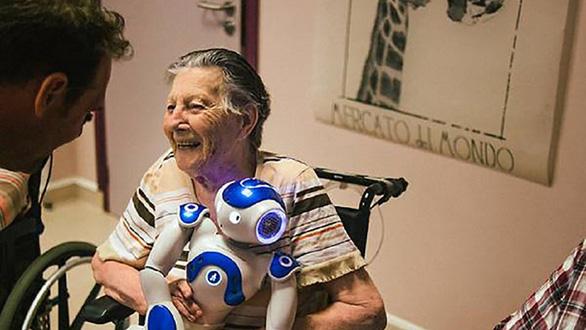 Để robot chăm mẹ già, có nên không? - Ảnh 1.
