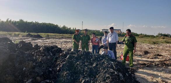 UBND TP chỉ đạo xử lý vụ đem chất thải đi san lấp mặt bằng - Ảnh 3.
