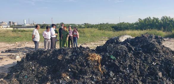 UBND TP chỉ đạo xử lý vụ đem chất thải đi san lấp mặt bằng - Ảnh 4.