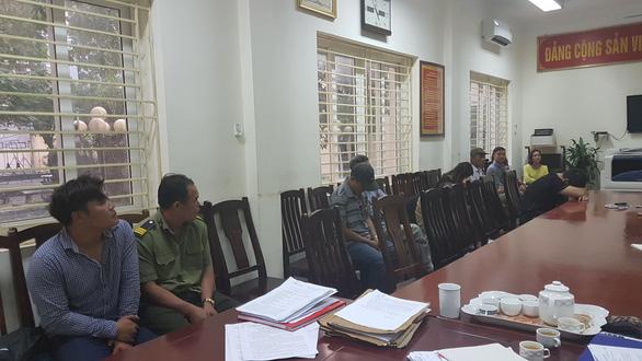 Bắt giữ 12 cò vé trận bán kết Việt Nam - Philippines - Ảnh 1.