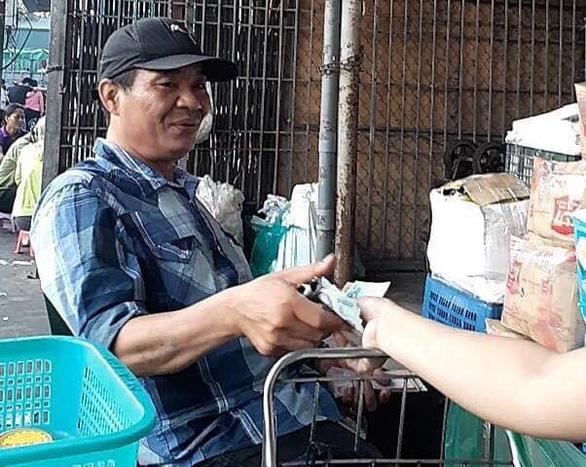 Khởi tố 3 đối tượng bảo kê chợ Long Biên - Ảnh 3.