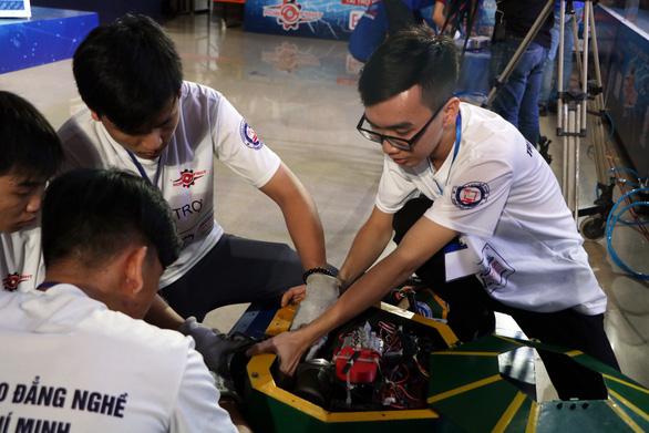 Xem robot đại chiến trong trường đại học - Ảnh 5.