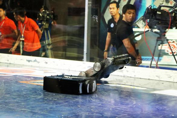 Xem robot đại chiến trong trường đại học - Ảnh 8.