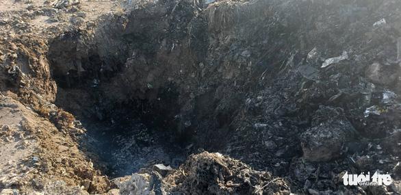 Vụ đem chất thải san lấp mặt bằng: khai quật tiếp điểm nghi chôn lấp - Ảnh 4.