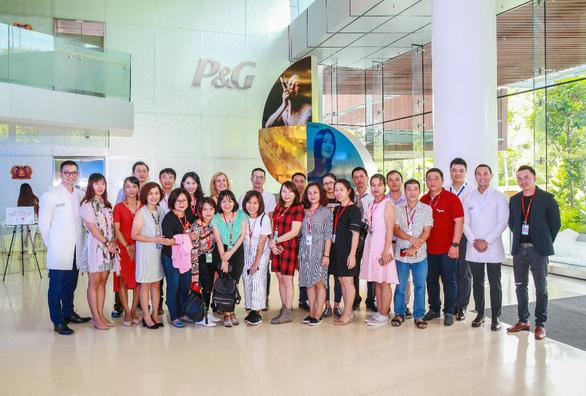 Saigon Co.op tìm hiểu trung tâm nghiên cứu của P&G tại Singapore - Ảnh 1.