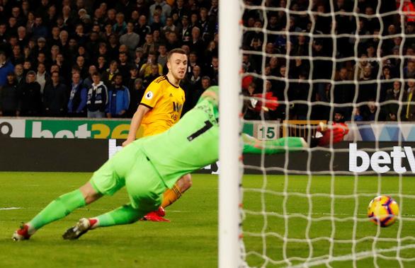 Thua ngược Wolverhampton, Chelsea rơi xuống thứ 4 - Ảnh 3.