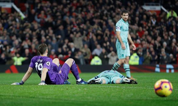 M.U hòa Arsenal trong trận cầu của những sai lầm - Ảnh 4.