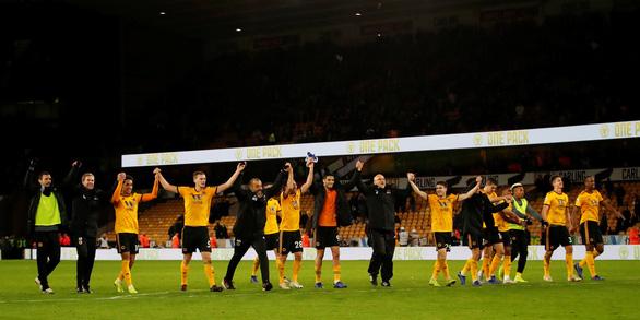Thua ngược Wolverhampton, Chelsea rơi xuống thứ 4 - Ảnh 1.