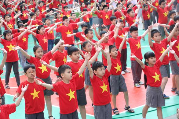 1.000 học trò nhảy Việt Nam ơi cực kỳ dễ thương trước bán kết 2 - Ảnh 2.