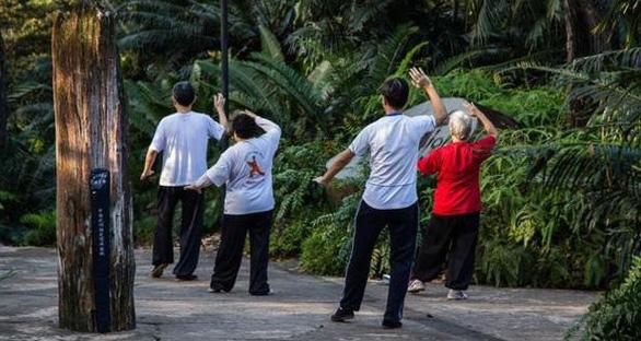Học tập 5 bí quyết sống lâu của người Singapore - Ảnh 1.
