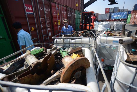 Kinh hoàng 20 container rác điện tử ở cảng Sài Gòn - Ảnh 5.