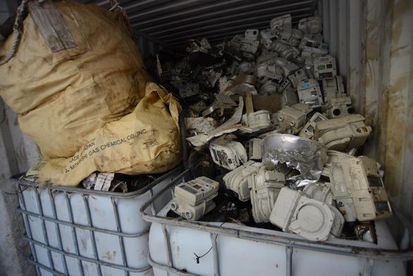 Kinh hoàng 20 container rác điện tử ở cảng Sài Gòn - Ảnh 6.